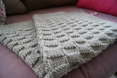 modeles de couverture bebe tricot